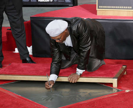 l hand: Samuel L. Jackson at the Hand & Footprint Ceremony for Samuel L. Jackson held at the Grauman's Chinese Theatre in Hollywood, USA on January 30, 2006. Editorial