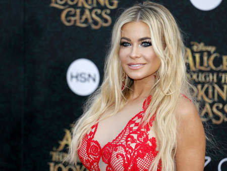 Carmen Electra at the Los Angeles premiere of Alice Through The Looking Glass held at the El Capitan Theater in Hollywood, USA on May 23, 2016. Редакционное