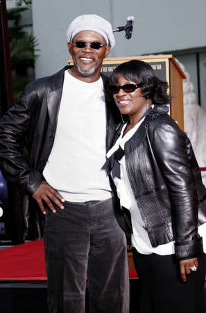 l hand: Samuel L. Jackson and LaTanya Richardson at the Hand & Footprint Ceremony for Samuel L. Jackson held at the Graumans Chinese Theatre in Hollywood, USA on January 30, 2006.