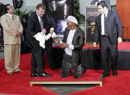 l hand: Samuel L. Jackson at the Hand & Footprint Ceremony for Samuel L. Jackson held at the Graumans Chinese Theatre in Hollywood, USA on January 30, 2006.