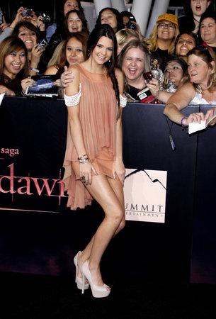 amanecer: Kendall Jenner en la premier de Los Ángeles de 'La Saga Crepúsculo: Amanecer Parte 1' celebrada en el Nokia Theatre LA Live en Los Angeles el 14 de noviembre de 2011.