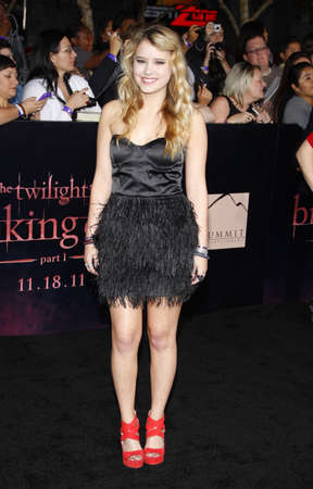 amanecer: Taylor Spreitler at the Los Angeles premiere of The Twilight Saga: Breaking Dawn Part 1 held at the Nokia Theatre L.A. Live in Los Angeles on November 14, 2011. Editorial
