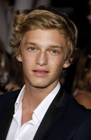 amanecer: Cody Simpson at the Los Angeles premiere of The Twilight Saga: Breaking Dawn Part 1 held at the Nokia Theatre L.A. Live in Los Angeles on November 14, 2011. Editorial