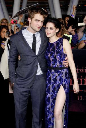 amanecer: Robert Pattinson y Kristen Stewart en la premier de Los Ángeles de 'La Saga Crepúsculo: Amanecer Parte 1' celebrada en el Nokia Theatre LA Live en Los Angeles el 14 de noviembre de 2011.