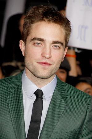 amanecer: Robert Pattinson en la premier de Los Ángeles de 'La Saga Crepúsculo: Amanecer - Parte 2' celebrada en el Nokia Theatre LA Live en Los Angeles el 12 de noviembre de 2012.
