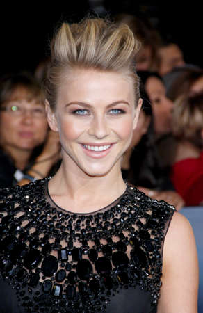 amanecer: Julianne Hough at the Los Angeles premiere of The Twilight Saga: Breaking Dawn - Part 2 held at the Nokia Theatre L.A. Live in Los Angeles on November 12, 2012. Editorial