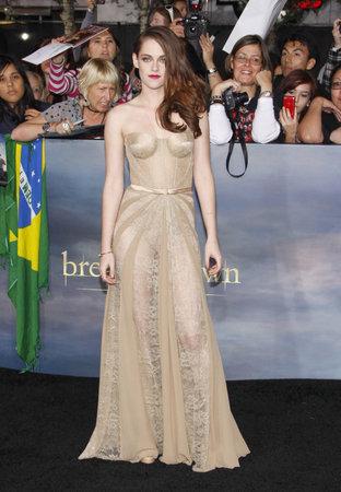 amanecer: Kristen Stewart en la premier de Los Ángeles de 'La Saga Crepúsculo: Amanecer - Parte 2' celebrada en el Nokia Theatre LA Live en Los Angeles el 12 de noviembre de 2012.