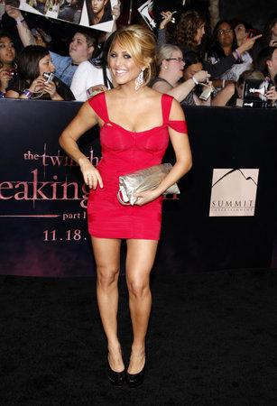 amanecer: Cassie Scerbo en la premier de Los Ángeles de 'La Saga Crepúsculo: Amanecer Parte 1' celebrada en el Nokia Theatre LA Live en Los Angeles el 14 de noviembre de 2011.