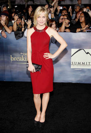 amanecer: Radha Mitchell at the Los Angeles premiere of The Twilight Saga: Breaking Dawn - Part 2 held at the Nokia Theatre L.A. Live in Los Angeles on November 12, 2012.