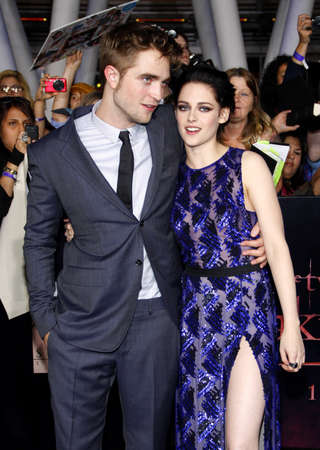 amanecer: Robert Pattinson and Kristen Stewart at the Los Angeles premiere of The Twilight Saga: Breaking Dawn Part 1 held at the Nokia Theatre L.A. Live in Los Angeles on November 14, 2011.