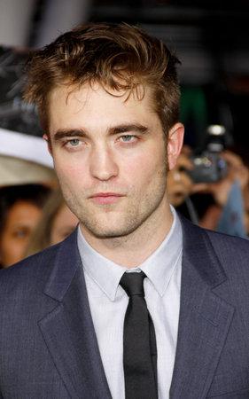amanecer: Robert Pattinson en la premier de Los Ángeles de 'La Saga Crepúsculo: Amanecer Parte 1' celebrada en el Nokia Theatre LA Live en Los Angeles el 14 de noviembre de 2011.