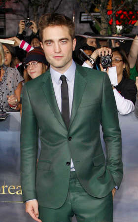 amanecer: Robert Pattinson at the Los Angeles premiere of The Twilight Saga: Breaking Dawn - Part 2 held at the Nokia Theatre L.A. Live in Los Angeles on November 12, 2012.