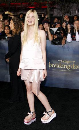 amanecer: Elle Fanning en el estreno de Los Ángeles de 'La Saga Crepúsculo: Amanecer - Parte 2' celebrada en el Nokia Theatre LA Live en Los Angeles el 12 de noviembre de 2012. Editorial