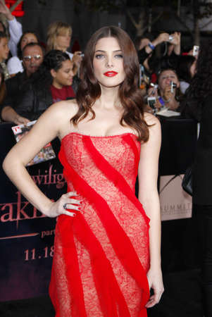 amanecer: Ashley Greene en la premier de Los �ngeles de 'La Saga Crep�sculo: Amanecer Parte 1' celebrada en el Nokia Theatre LA Live en Los Angeles el 14 de noviembre de 2011.