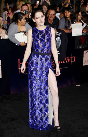 amanecer: Kristen Stewart en la premier de Los �ngeles de 'La Saga Crep�sculo: Amanecer Parte 1' celebrada en el Nokia Theatre LA Live en Los Angeles el 14 de noviembre de 2011.