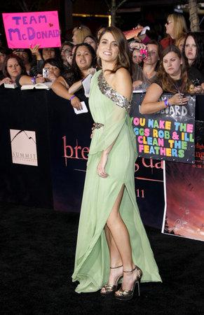amanecer: Nikki Reed en el estreno de Los Ángeles de 'La Saga Crepúsculo: Amanecer Parte 1' celebrada en el Nokia Theatre LA Live en Los Angeles, EE.UU., el 14 de noviembre, 2011.