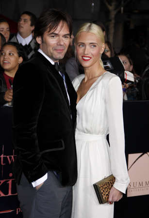 amanecer: Billy Burke and Pollyanna Rose at the Los Angeles premiere of The Twilight Saga: Breaking Dawn Part 1 held at the Nokia Theatre L.A. Live in Los Angeles on November 14, 2011.