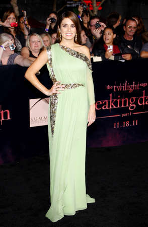 amanecer: Nikki Reed en el estreno de Los Ángeles de 'La Saga Crepúsculo: Amanecer Parte 1' celebrada en el Nokia Theatre LA Live en Los Angeles el 14 de noviembre de 2011.