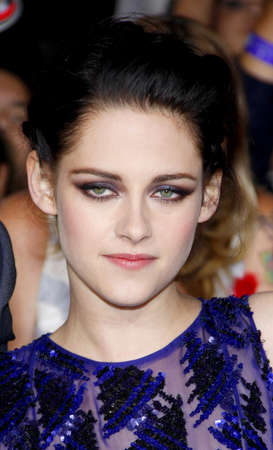 amanecer: Kristen Stewart at the Los Angeles premiere of The Twilight Saga: Breaking Dawn Part 1 held at the Nokia Theatre L.A. Live in Los Angeles on November 14, 2011.