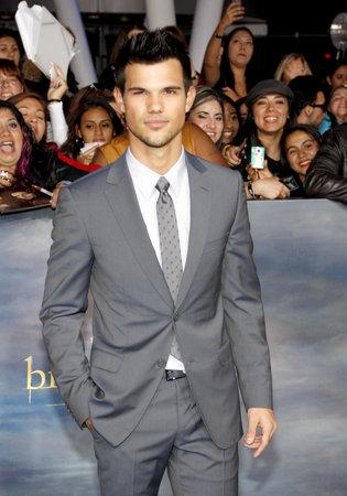 amanecer: Taylor Lautner en la premier de Los �ngeles de 'La Saga Crep�sculo: Amanecer - Parte 2' celebrada en el Nokia Theatre LA Live en Los Angeles el 12 de noviembre de 2012. Editorial