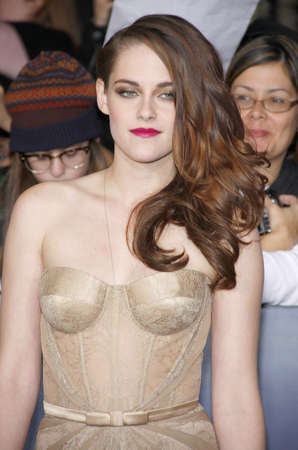 amanecer: Kristen Stewart en la premier de Los �ngeles de 'La Saga Crep�sculo: Amanecer - Parte 2' celebrada en el Nokia Theatre LA Live en Los Angeles el 12 de noviembre de 2012.