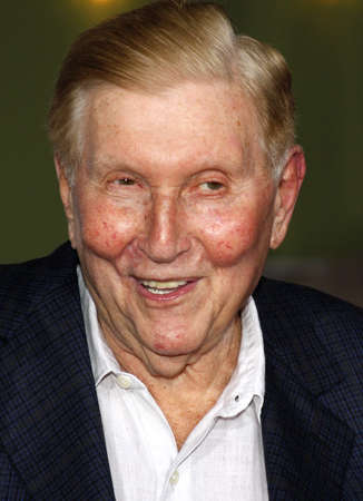 redstone: Sumner Redstone at the Los Angeles premiere of The Heartbreak Kid held at the Mann Village Theater in Westwood, USA on September 27, 2007.
