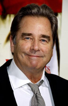 ロサンゼルスでボー ・ ブリッジスは、2011 年 11 月 15 日にビバリーヒルズのアカデミーのサミュエルゴールドウィン劇場で開催された ' の子孫」