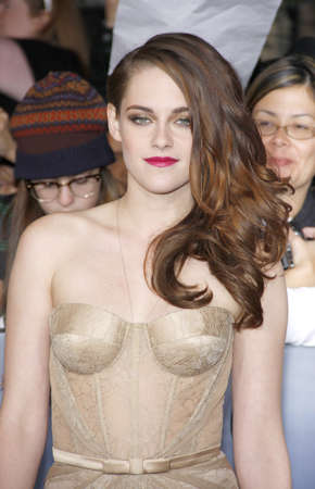 amanecer: Kristen Stewart at the Los Angeles premiere of The Twilight Saga: Breaking Dawn - Part 2 held at the Nokia Theatre L.A. Live in Los Angeles on November 12, 2012. Editorial