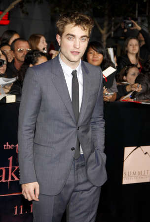 amanecer: Robert Pattinson at the Los Angeles premiere of The Twilight Saga: Breaking Dawn Part 1 held at the Nokia Theatre L.A. Live in Los Angeles on November 14, 2011.