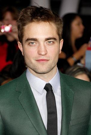 amanecer: Robert Pattinson en la premier de Los �ngeles de 'La Saga Crep�sculo: Amanecer - Parte 2' celebrada en el Nokia Theatre LA Live en Los Angeles el 12 de noviembre de 2012. Lumeimages.com