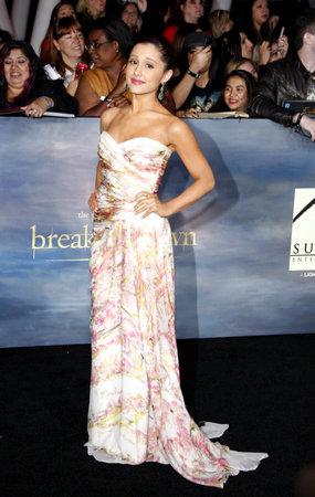 amanecer: Ariana Grande en el estreno de Los Ángeles de 'La Saga Crepúsculo: Amanecer - Parte 2' celebrada en el Nokia Theatre LA Live en Los Angeles el 12 de noviembre de 2012.
