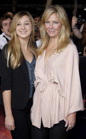 amanecer: Heather Locklear and Ava Locklear at the Los Angeles premiere of The Twilight Saga: Breaking Dawn Part 1 held at the Nokia Theatre L.A. Live in Los Angeles on November 14, 2011.