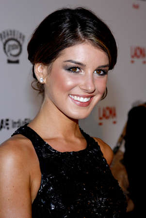 LOS ANGELES, CA - SEPTEMBER 08, 2009: Shenae Grimes at the Los Angeles premiere of The September Issue held at the LACMA in Los Angeles, USA on September 8, 2009. Редакционное