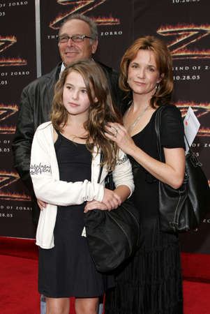 lea: LOS ANGELES, CA - OCTOBER 16, 2005: Howard Deutch, Lea Thompson and Zoey Deutch at the Los Angeles premiere of The Legend of Zorro held at the Orpheum Theater in Los Angeles, USA on October 16, 2005.