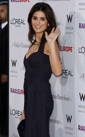 mann: Penelope Cruz at the Los Angeles premiere of Vicky Cristina Barcelona held at the Mann Village Theater in Hollywood, USA on August 4, 2008.