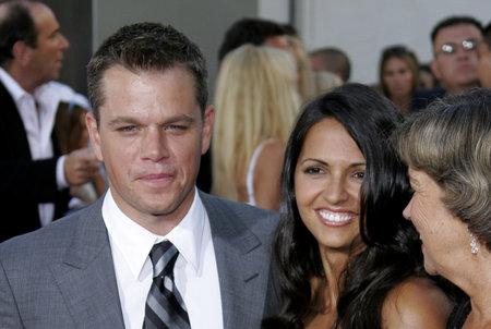 マット ・ デイモンとロサンゼルス校ルシアナ デイモンの妻「ボーンアルティメイタム」2007 年 7 月 25 日にアメリカ ハリウッドのアークライト映画