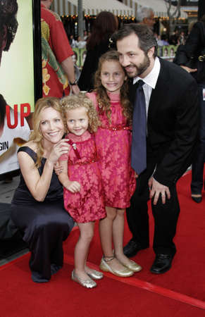 mann: Judd Apatow and Leslie Mann at Los Angeles Premiere of Knocked Up held at the Mann Village Theatre in Westwood, USA on may 21, 2007.