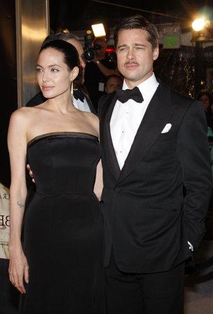 アンジェリーナ ・ ジョリーとブラッド ・ ピット、ロサンゼルスでは、好奇心のベンジャミン バトン ケースマン村劇場 Westwood、カリフォルニア州 報道画像