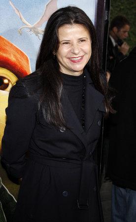 """2008 년 12 월 7 일 미국 캘리포니아 할리우드의 알 클래드 극장에서 열린 """"The Desile of Despereaux""""의 세계 초연에서 트레이시 울먼 (Tracey Ullman)."""