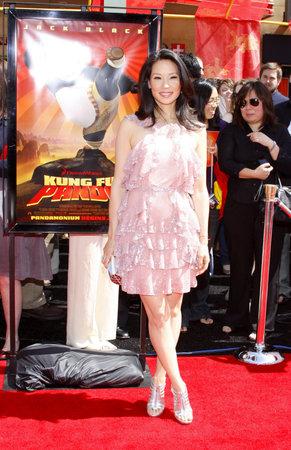 カリフォルニア州ロサンゼルスでルーシー ・ リューは、2008 年 6 月 1 日にアメリカのハリウッドのグローマンズ ・ チャイニーズ ・ シアターで開催