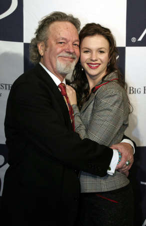 Amber Tamblyn and her father Russ at the Big Brothers Big Sisters of greater Los Angeles & the Inland Empire to honor top entertainment industry talent at 'Rising Stars' 2004 Gala at the Beverly Hilton Hotel in Beverly Hills, USA on November 11, 2004. 新聞圖片