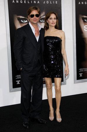 ブラッド ・ ピットとアンジェリーナ ・ ジョリー「塩」のロサンゼルス ・ プレミアでは、2010 年 7 月 19 日にアメリカ、ロサンゼルスのチャイニー 報道画像