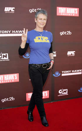 curtis: Jamie Lee Curtis at the Tony Hawk Foundation 3rd Annual Stand Up For Skateparks held at the Green Acres Estate in Beverly Hills, USA on May 11, 2006. Editorial