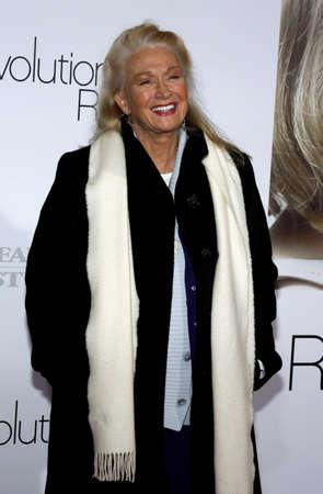 Diane Ladd at the Los Angeles premiere of 'Revolutionary Road' held at the Mann Village Theater in Westwood, USA on December 15, 2008. Standard-Bild - 111246174