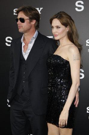 ブラッド ・ ピットとアンジェリーナ ・ ジョリー、ロサンゼルスでプレミアの「塩」2010 年 7 月 19 日にアメリカ ハリウッドのグローマンズ ・ チャ