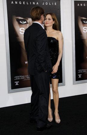 アンジェリーナ ・ ジョリーとブラッド ・ ピット、ロサンゼルスでプレミアの「塩」2010 年 7 月 19 日にアメリカ ハリウッドのグローマンズ ・ チャ 報道画像