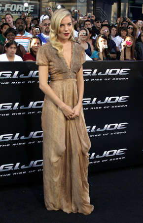 gi: Sienna Miller at the Los Angeles premiere of G.I. Joe: The Rise of Cobra held at the Graumans Chinese Theater in Hollywood, USA on August 6, 2009.