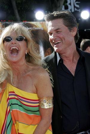 Goldie Hawn en Kurt Russell bij de première van 'The Dreamer' in Los Angeles in het Mann Village Theater in Westwood, Verenigde Staten op 9 oktober 2005.