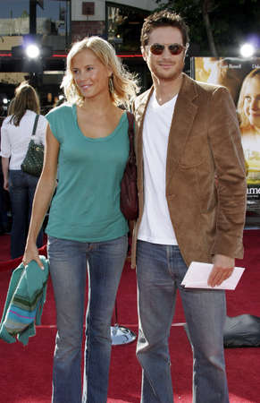 Erinn Bartlett en Oliver Hudson bij de première van Los Angeles 'Dreamer' gehouden bij het Mann Theater van het Dorp in Westwood, USA op 9 oktober 2005. Redactioneel