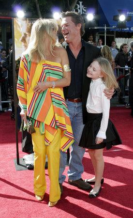 Goldie Hawn, Kurt Russell en Dakota Fanning op de Los Angeles première van 'Dreamer' gehouden bij het Mann Theater van het Dorp in Westwood, USA op 9 oktober 2005.